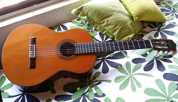 Cómo Funciona una Guitarra Acústica