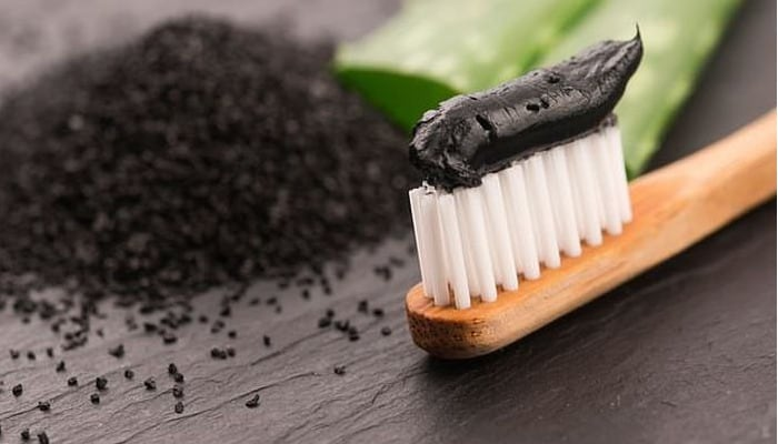Pasta de dientes de carbón activado